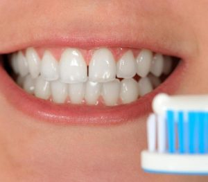 Keeping Your Gums Healthy- Swollen Or Bleeding Gums - glenroy dentist